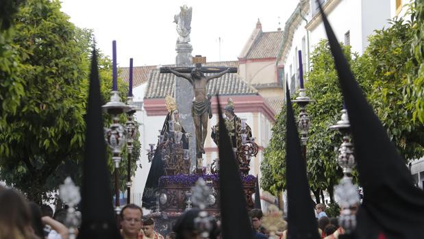 El Cristo de las Penas avanza por el Potro el Domingo de Ramos de la Semana Santa de Córdoba 2019