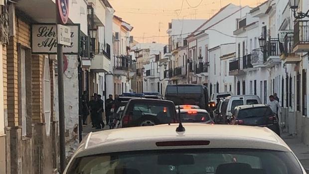 Una calle de Llepe cortada el tráfico por el dispositivo policial