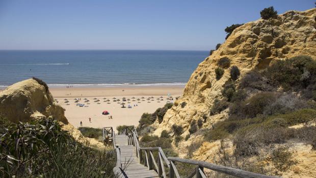 Bajada a la playa conocida como «del Parador»