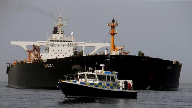 El petrolero iraní Grace 1 en aguas de Gibraltar