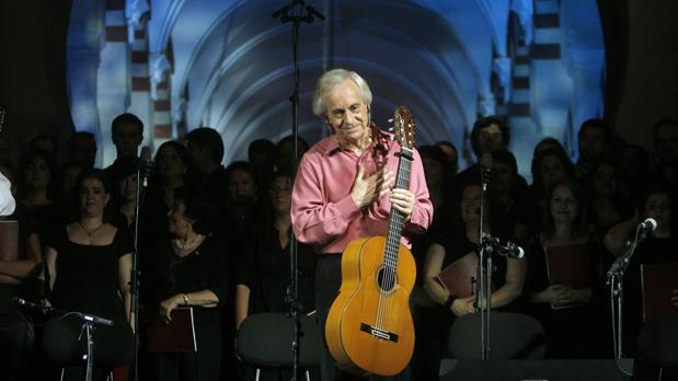 Paco Peña, durante un concierto en la Mezquita-Catedral de Córdoba