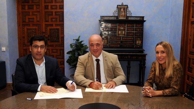 El presidente del Córdoba, el presidente de la Diputación y la delegada de Deportes