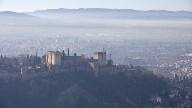 La boina de polución sobre Granada, la tercera ciudad más contaminada de España