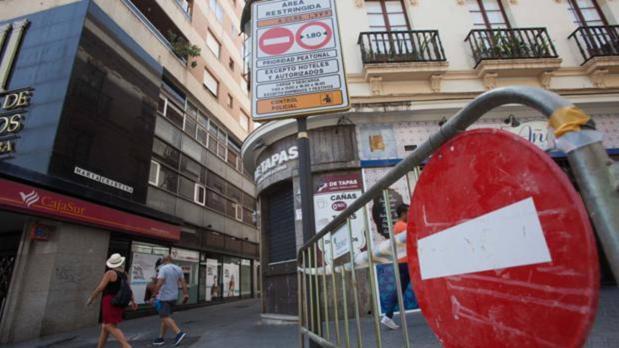 Entrada a la zona Acire en la calle María Cristina de Córdoba