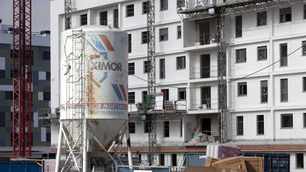 Edificios en construcción en la zona de Huerto del Cura