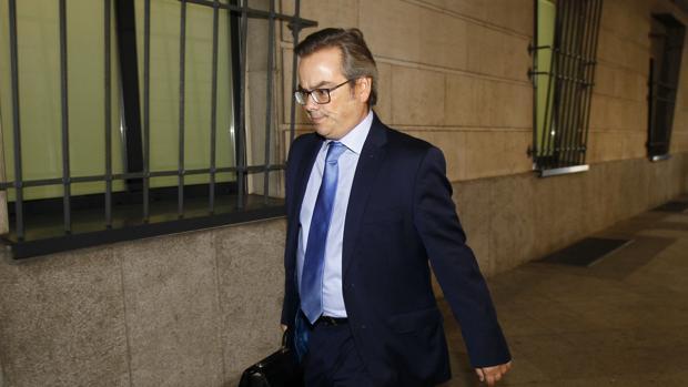 El juez de refuerzo del Juzado de Instrucción número seis, Ignacio Vilaplana, llegando a los juzgados