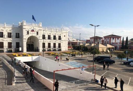 Exterior del «outlet», ubicado junto al Centro Comercial Plaza Mayor