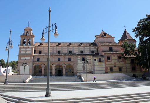 El panteón está ubicado bajo el camarín de la patrona de Málaga, en el Santuario de la Victoria