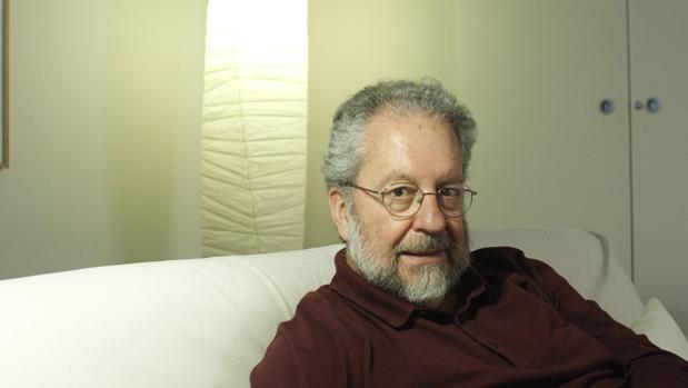 Sorela estuvo vinculado a medios como El Correo, El País o Europa Press, además de ser autor de varias novelas y ensayos