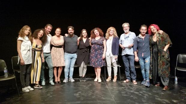Artistas del ciclo junto a la directora de cultura del Ayuntamiento de Sevilla, Isabel Ojeda
