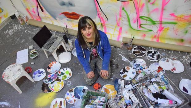 Ana Barriga en la zona de su taller en la que desarrolla su obra