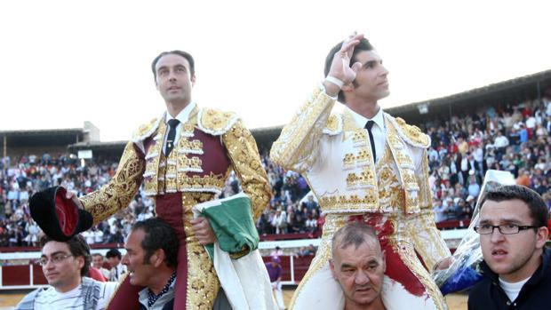 Enrique Ponce y Cayetano se anuncian en el broche de feria