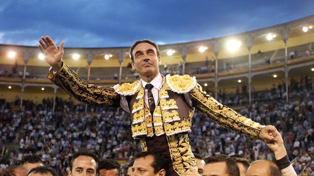 Enrique Ponce, a hombros en Madrid