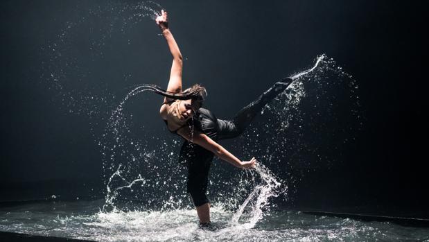 La danza de Quorum Ballet y la música de fado en directo en el teatro Maestranza