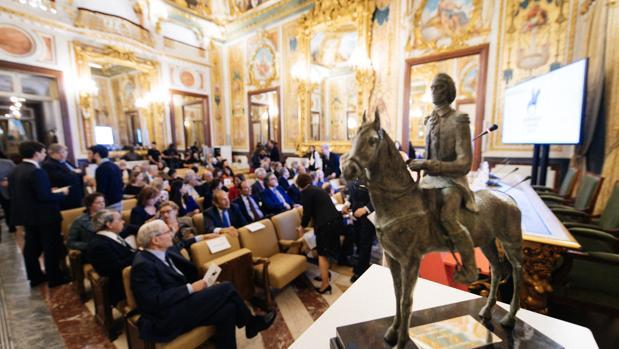 Imagen de los invitados al acto de entrega del Bernardo de Gálvez