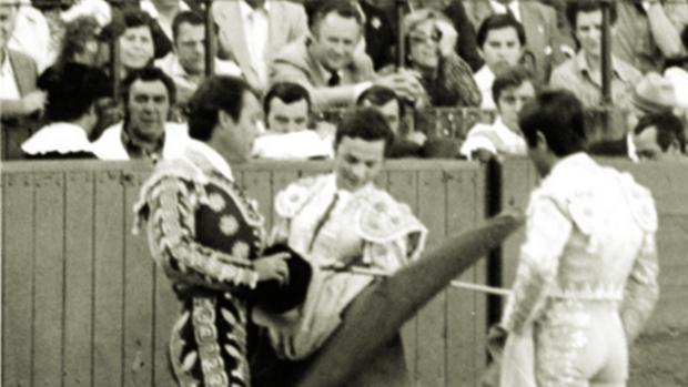 Ceremonia de alternativa con Curro Romero y Manili