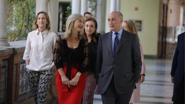 Patricia del Pozo junto a Bernard Ruiz-Picasso, el miércoles en el Museo de Bellas Artes