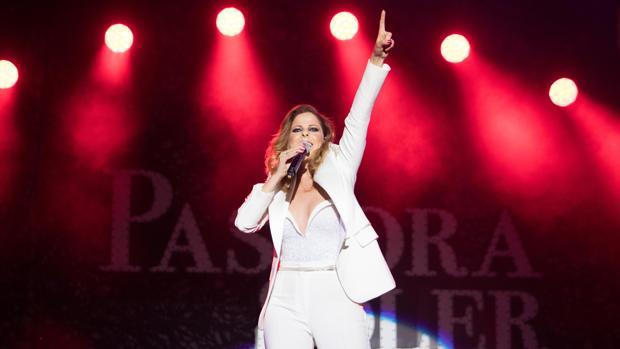 Pastora Soler durante un concierto