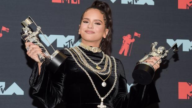 Rosalía con sus premios MTV