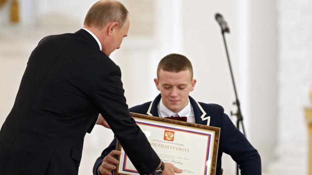 Vladimir Putin recibe al equipo paralímpico de Río 2016