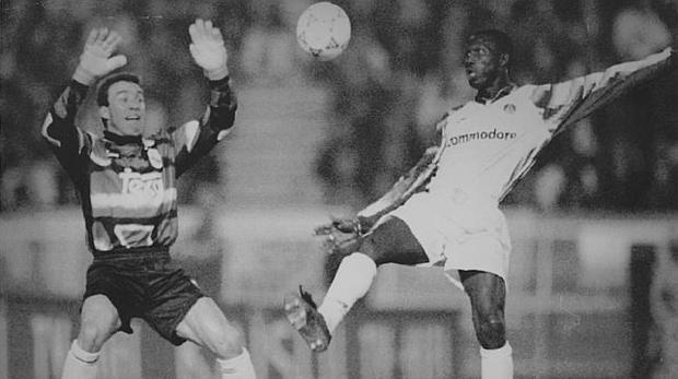 Buyo y Weah, en el PSg-Real Madrid de la Copa de la UEFA de 1993