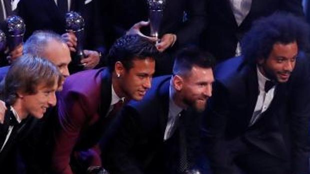Neymar junto a Iniesta y Messi en la anterior gala de los premios The Best
