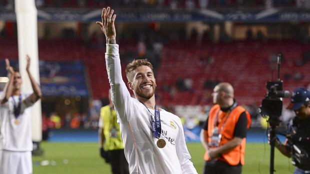 Sergio Ramos celebra el título europeo tras la final de Champions League de 2014 en Lisboa