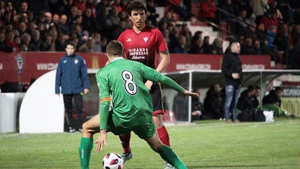 Imagen del partido de ida de la final de la Copa Federación entre Mirandés y Cornella