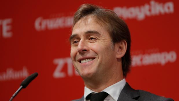 Julen Lopetegui en la rueda de prensa en la presentación con el Sevilla