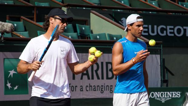 Moyá y Nadal, en un entrenamiento de Roland Garros
