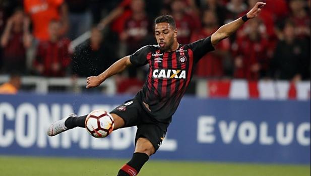 Renan Lodi, del Paranaense, jugará en el Atlético de Madrod