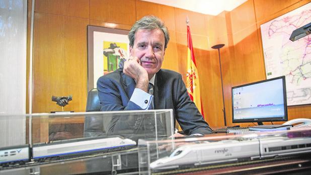 Juan Alfaro, presidente de Renfe, en su despacho de la madrileña calle Pío XII