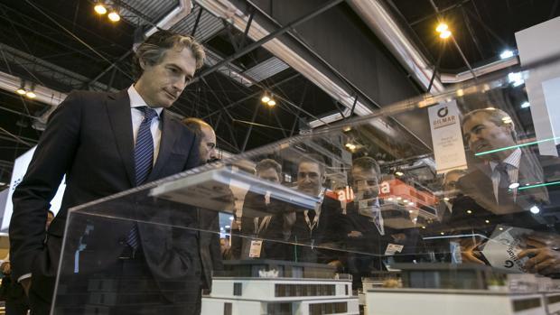 El ministro de Fomento, Íñigo de la Serna, durante la inauguración del Salón Inmobiliario Internacional de Madrid (SIMA)