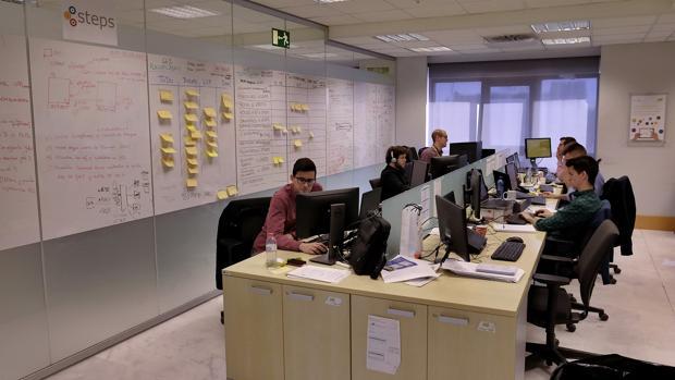 Consultores de Everis en la factoría del parque Tecnológico de la Cartuja