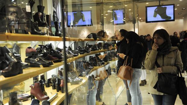 Escaparate de una zapatería en Madrid