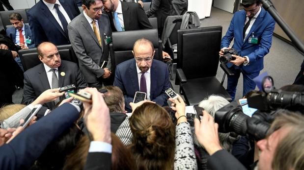 El ministro de Energía de Arabia Saudí, Khalid al-Falih, antes de comenzar la fallida reunión de ayer