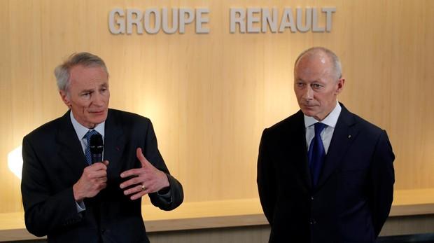 El nuevo presidente de Renault Jean-Dominique Senard (izda) con Thierry Bolloré (dcha)