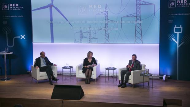El secretario de Estado de Energia, a la izquierda, y el presidente de REE, esta mañana
