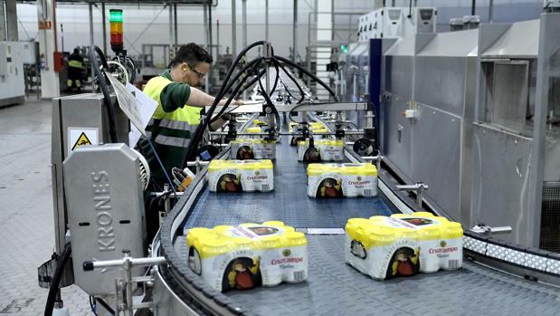 Línea de empaquetado de la factoría de Heineken de Sevilla