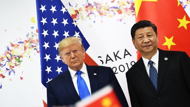 Trump (izda) y Xi Jinping (dcha) firman una tregua dentro del largo pulso comercial entre las dos grandes potencias