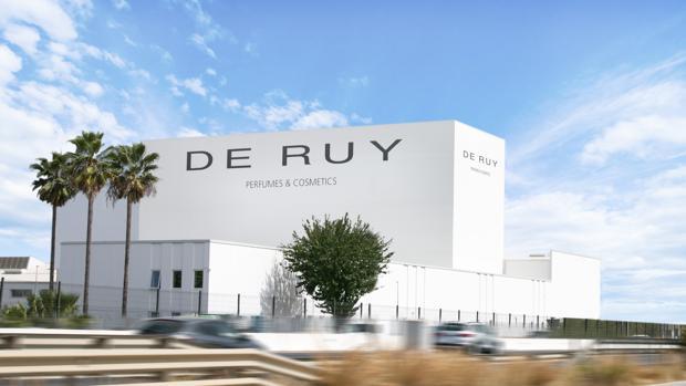 La nueva factoría de De Ruy Perfumes se ha levantado sobre la antigua fábrica de Puleva en Alcalá de Guadaíra, junto a la A-92