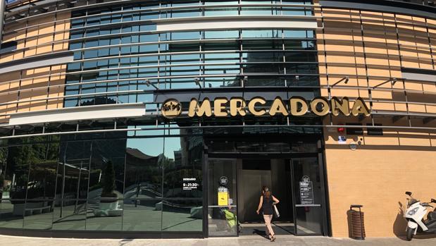 Mercadona reabre este martes su tienda de Plaza de Armas, en Sevilla, una vez reformada