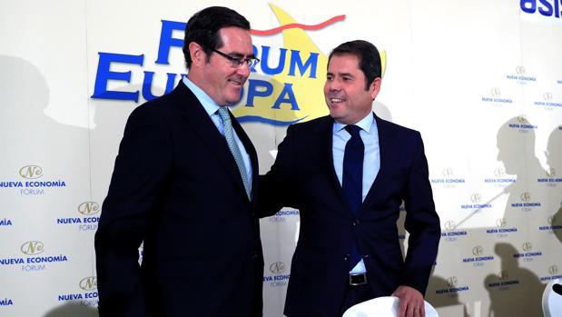 El presidente la patronal de Cepyme, Gerardo Cuerva (dcha), y el presidente de la patronal CEOE Antonio Garamendi (izda)