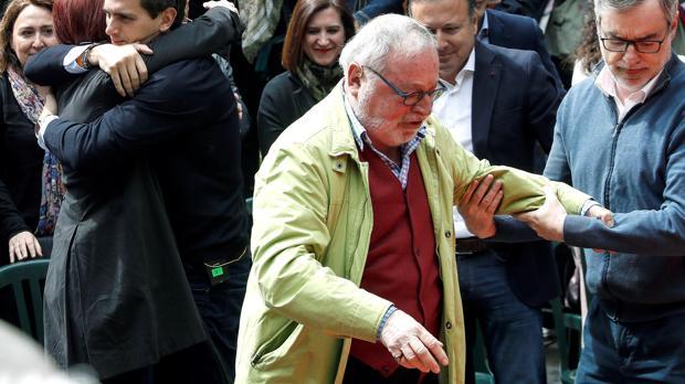 Fernando Savater, en Rentería, donde Ciudadanos celebró un mitin en el que fueron acosados