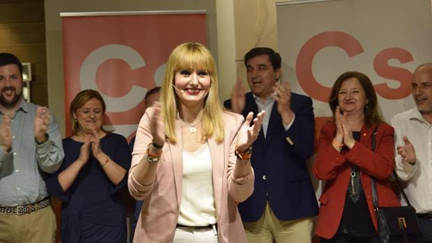 María Cantos, cabeza de lista de Ciudadanos de Jaén, junto a miembros de su candidatura