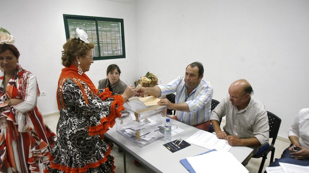 Electores vestidas de flamenca en 2015