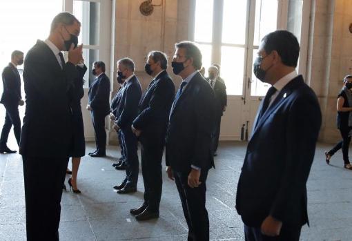 El Rey saluda a los presidentes autonómicos