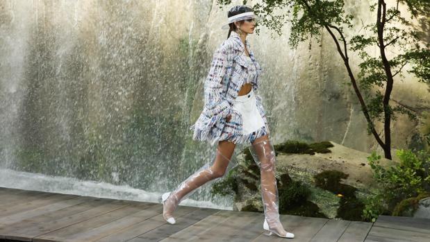 Kaia Gerber abre el desfile de Chanel