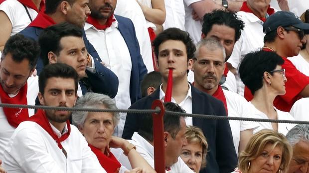 Felipe de Marichalar no pierde detalle de la faena de su amigo Gonzalo Caballero en la plaza de Pamplona