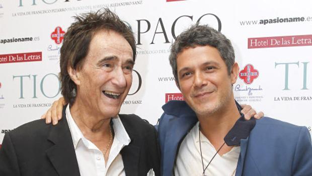 Alejandro Sanz y el tío Paco, en la presentación del libro «Tío Paco»